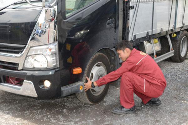トラックの点検